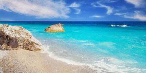 Βουτιές στις 20 καλύτερες παραλίες των Σποράδω