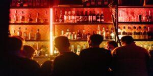 Τσεχία: Ανοίγουν μπαρ και εστιατόρια