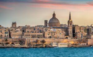 Η Μάλτα λέει ότι έφτασε στα επίπεδα ανοσίας της αγέλης και περιμένει τουρίστες