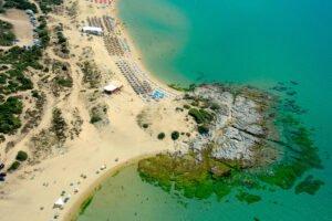 Η μαγευτική παραλία στην Καβάλα που θέλει… προσοχή