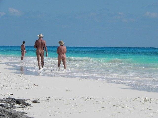 Παραλίες και ξενοδοχεία γυμνιστών στην Ελλάδα