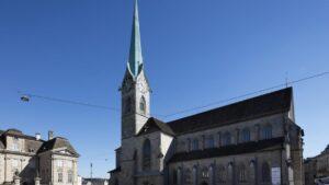 Εκκλησία στην Παλιά Πόλη με Παράθυρα από τους Chagall και Giacometti